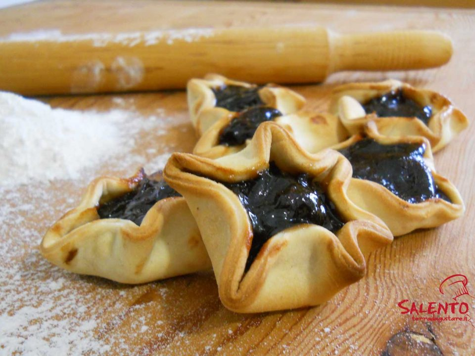 pitteddhe tipico dolce salentino con mostarda d'uva
